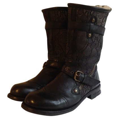 Ugg Leather boots with lambskin