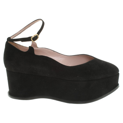 Aperlai Leather wedges in black
