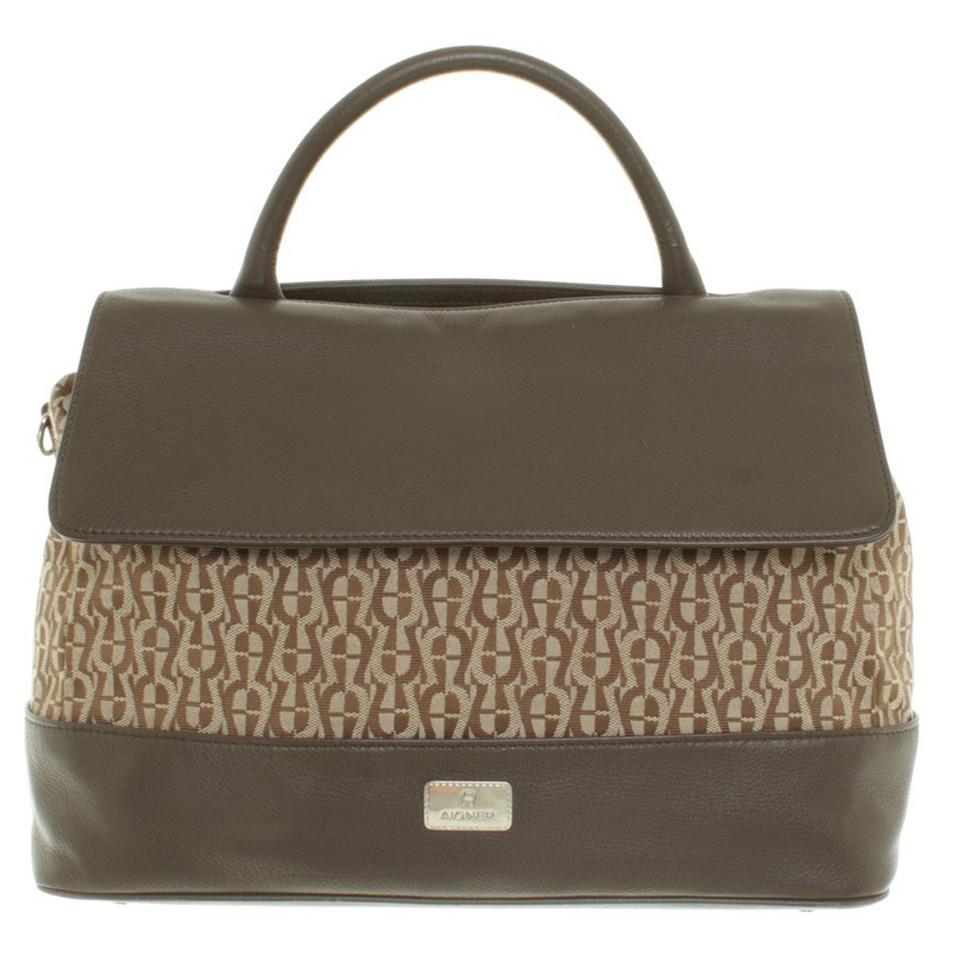 aigner handtasche in braun second hand aigner handtasche in braun gebraucht kaufen f r 215 00. Black Bedroom Furniture Sets. Home Design Ideas