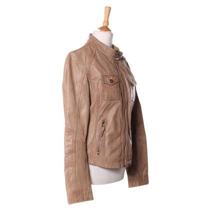 Oakwood veste