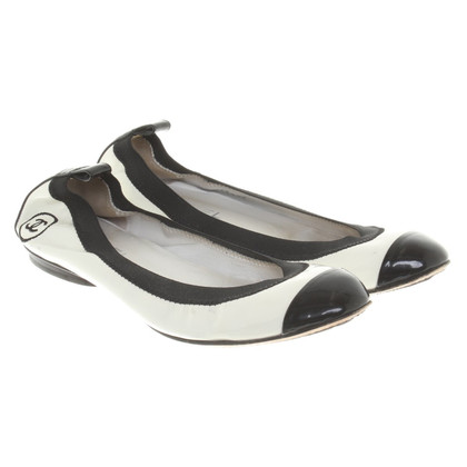 Chanel Ballerinas in black and white