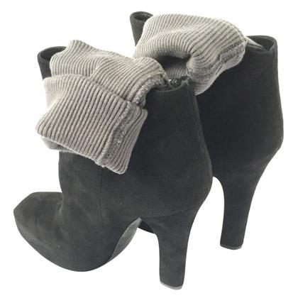 Dolce & Gabbana Stivali di camoscio alla caviglia
