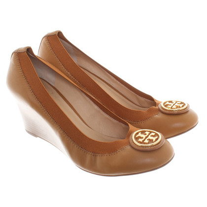 Tory Burch Wedges mit Logo-Applikation