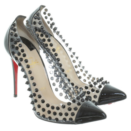 Christian Louboutin pumps met klinknagels