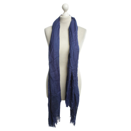 Closed Light scarf in blue