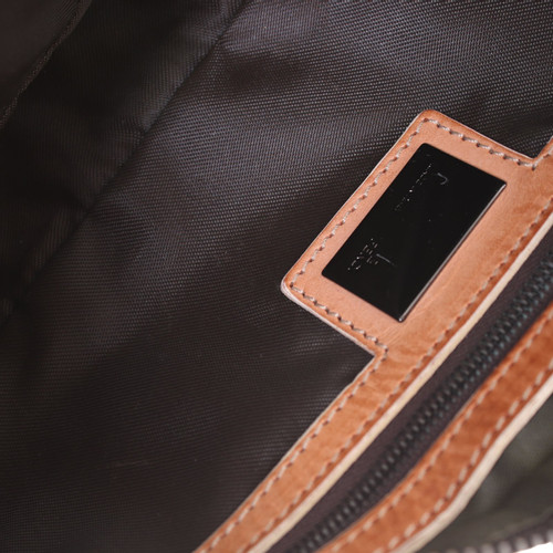 880d734a5321 Fendi Handbag in Beige - Second Hand Fendi Handbag in Beige buy used ...