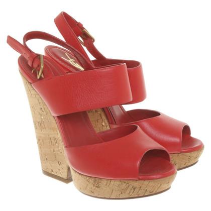 Yves Saint Laurent Sandales à plateforme en rouge