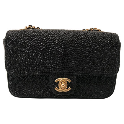"Chanel ""Classic Flap Bag Extra Mini"" fatta di pelle di razza"