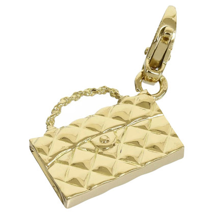 Chanel pendant yellow gold