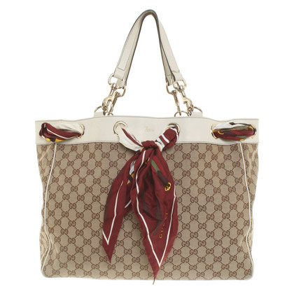 Gucci Bag with two silk towels