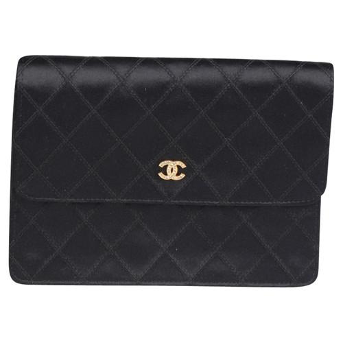 Chanel Vintage Satin Clutch Bag - Second Hand Chanel Vintage Satin ... c0bbf32a763f7
