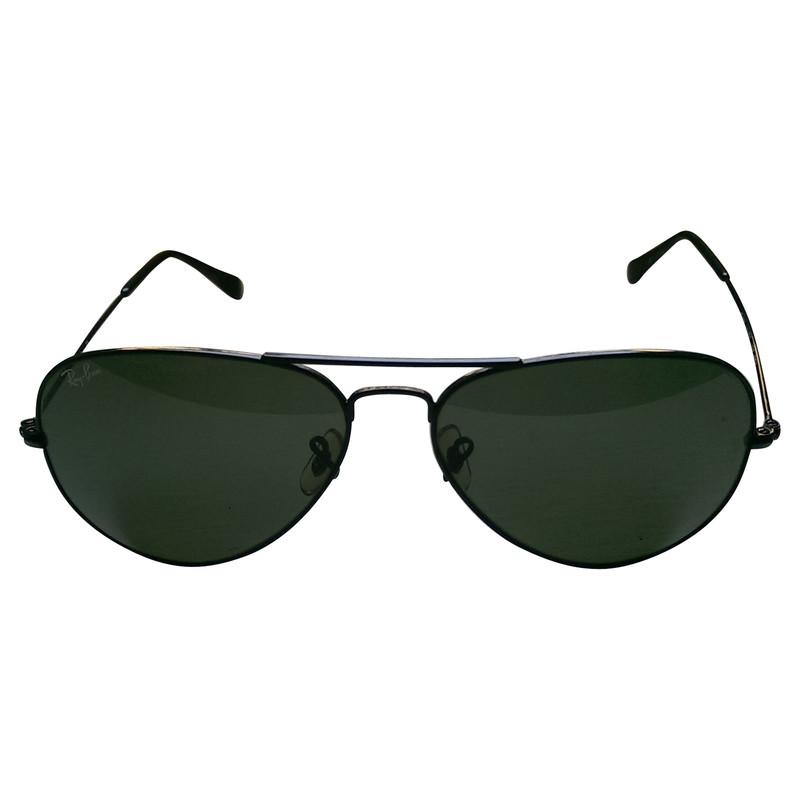 ray ban schwarze klassische pilotenbrille second hand ray ban schwarze klassische. Black Bedroom Furniture Sets. Home Design Ideas