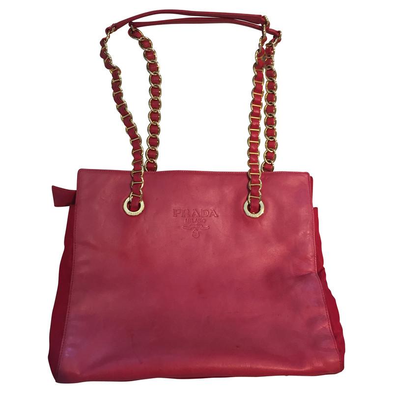prada rote tasche mit ketten henkel second hand prada rote tasche mit ketten henkel gebraucht. Black Bedroom Furniture Sets. Home Design Ideas