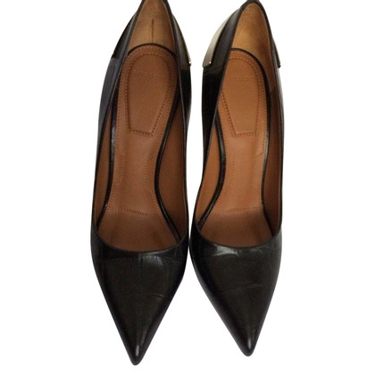 Givenchy pumps made of crocodile leather