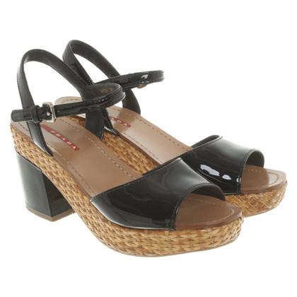 Prada Lackleder-Sandaletten in Schwarz