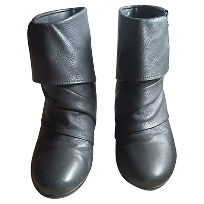 Bally Stivali in pelle in grigio