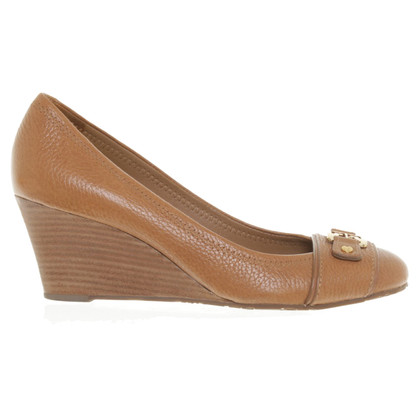 Tory Burch pumps of light brown leather