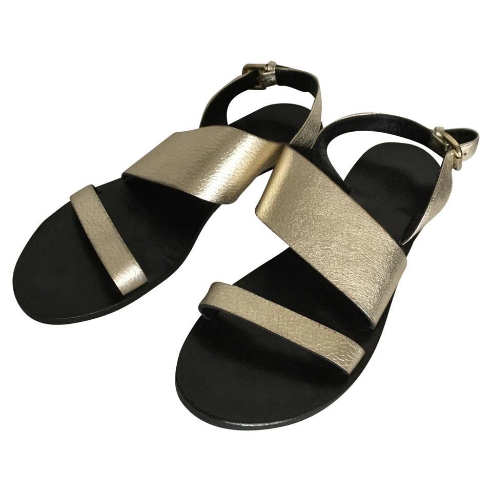 pollini goldfarbene sandalen second hand pollini goldfarbene sandalen gebraucht kaufen f r 172. Black Bedroom Furniture Sets. Home Design Ideas