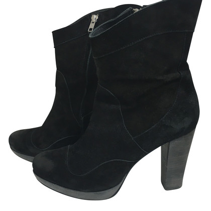 Closed Ankle boot suede