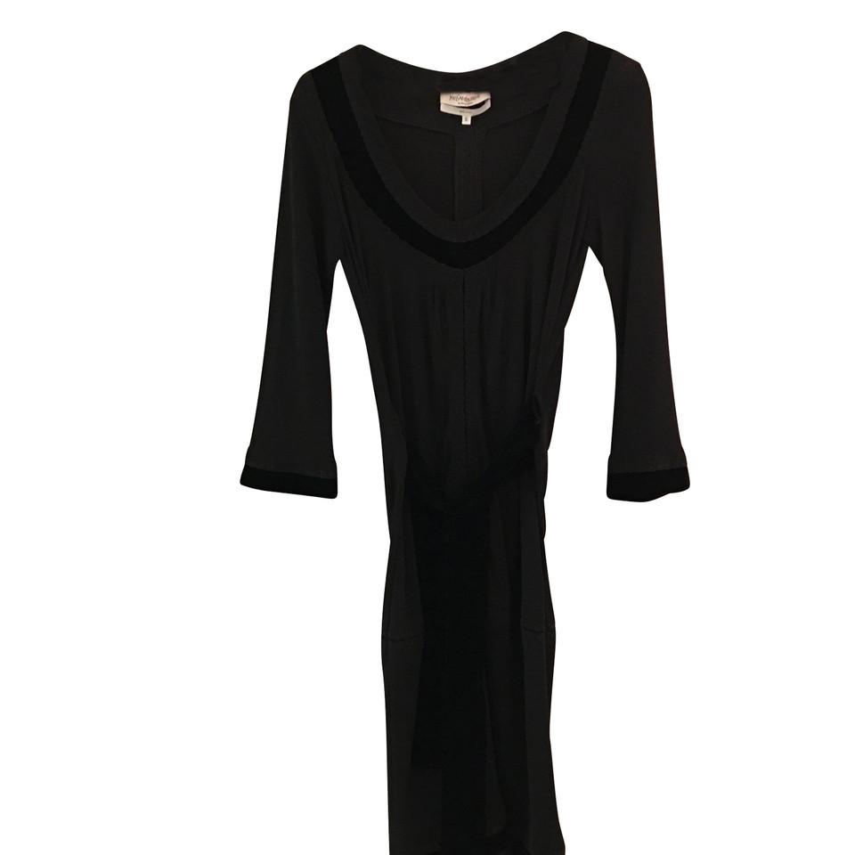 yves saint laurent robe acheter yves saint laurent robe second hand d 39 occasion pour 200 00. Black Bedroom Furniture Sets. Home Design Ideas