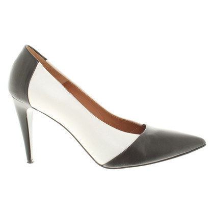 Marc Cain pumps in black and white