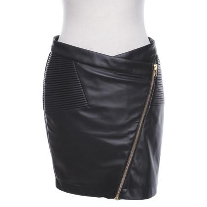 Closed skirt in black