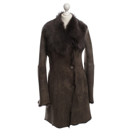 Arma Sheepskin coat in grey