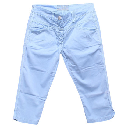 Closed trousers in light blue