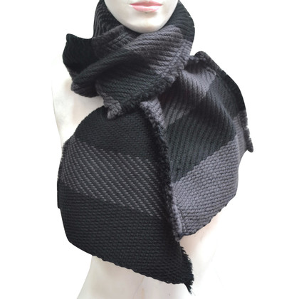 Burberry Wool scarf with silk content
