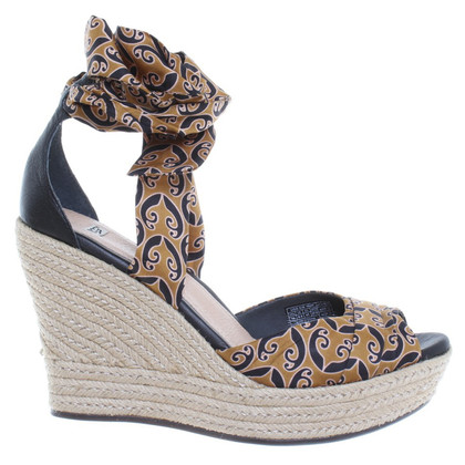 Ugg Sandaletten mit Keilabsatz