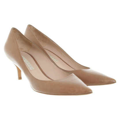Pura Lopez pumps Brown
