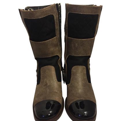 Chanel Boots in Braun/Schwarz