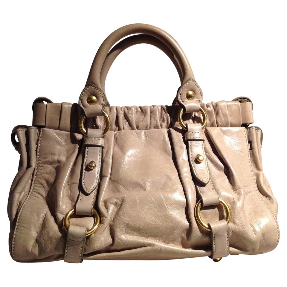 miu miu handtasche second hand miu miu handtasche gebraucht kaufen f r 390 00 2585815. Black Bedroom Furniture Sets. Home Design Ideas