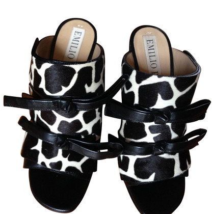 Emilio Pucci Sandals in black and white