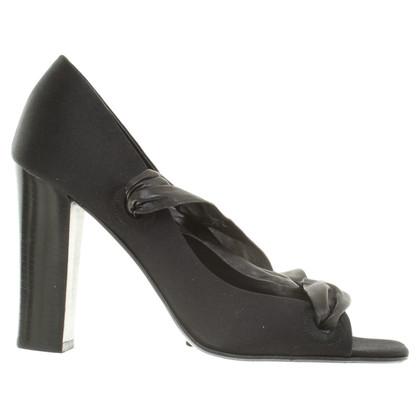 Yves Saint Laurent Peep-dita dei piedi in nero