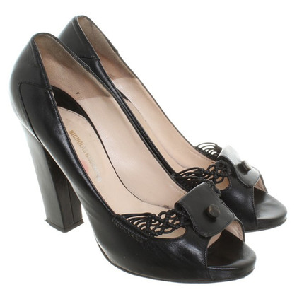 Nicholas Kirkwood Peeptoes in black