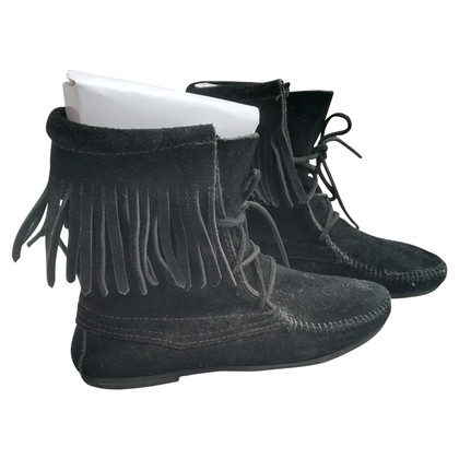 Minnetonka Ankle boots in black