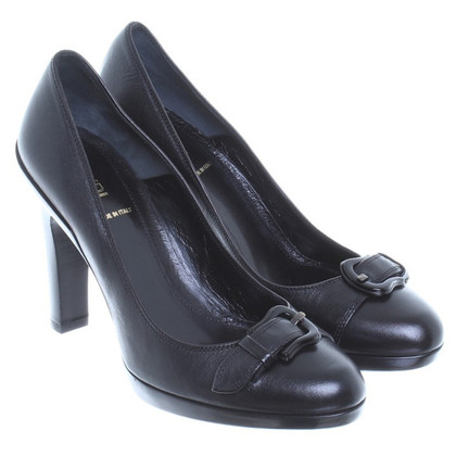 Fendi Leather pumps with strap detail