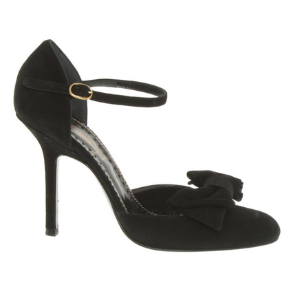 Yves Saint Laurent pumps in black
