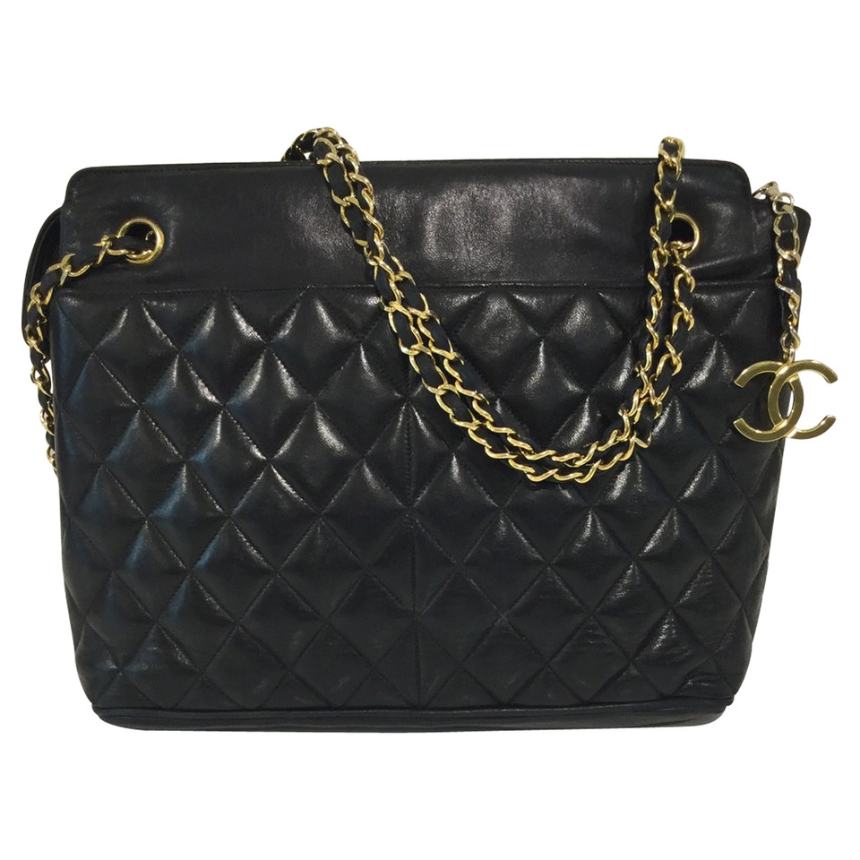 chanel shoulder bag buy second hand chanel shoulder bag for 1. Black Bedroom Furniture Sets. Home Design Ideas