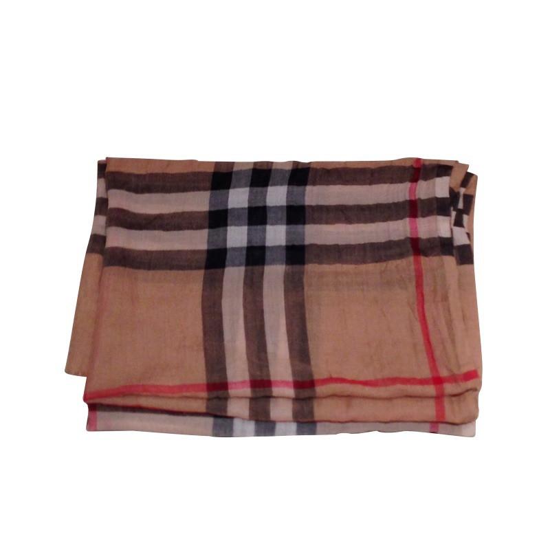 burberry tuch second hand burberry tuch gebraucht kaufen f r 175 00 52310. Black Bedroom Furniture Sets. Home Design Ideas