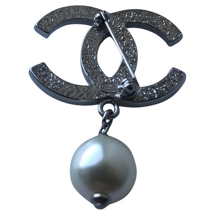 Chanel Logo brooch with pearl