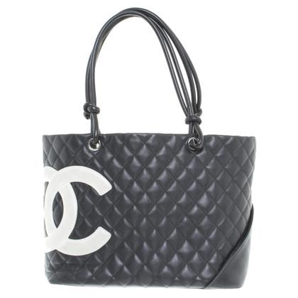 Chanel Ledershopper with logo print