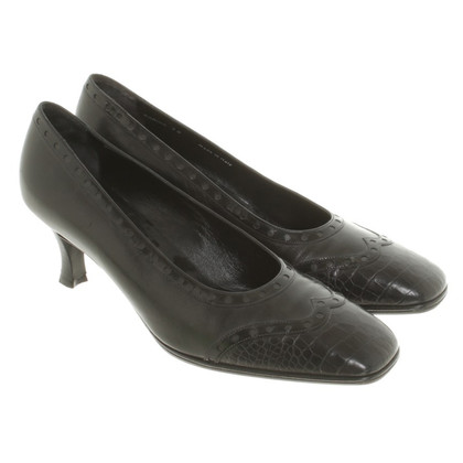 Bally pumps in black