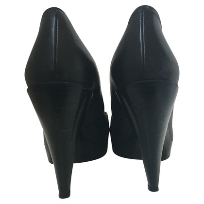 Pura Lopez Black leather pumps