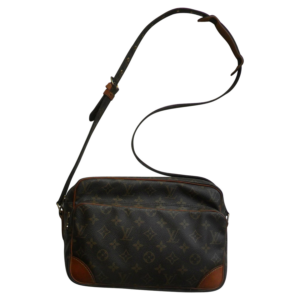louis vuitton shoulder bag from monogram canvas buy second hand louis vuitton shoulder bag. Black Bedroom Furniture Sets. Home Design Ideas