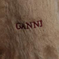 Ganni Sjaal in Beige
