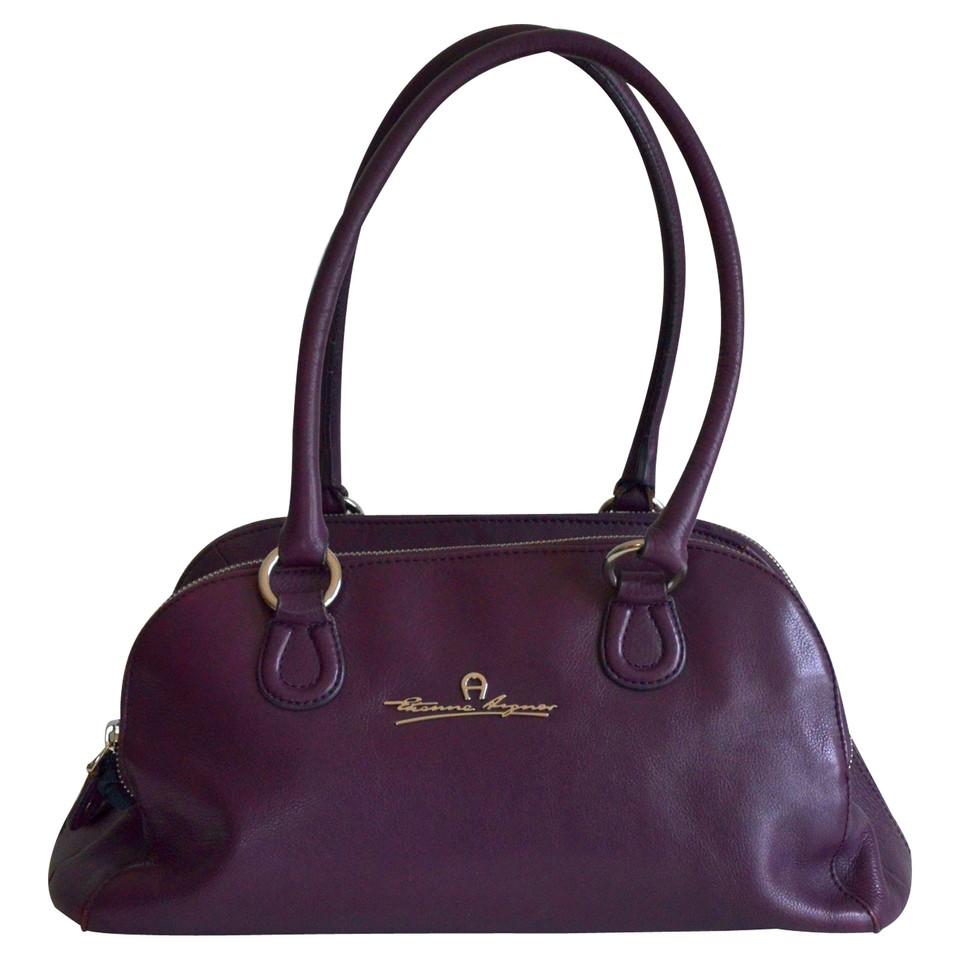 aigner schultertasche in violett second hand aigner schultertasche in violett gebraucht kaufen. Black Bedroom Furniture Sets. Home Design Ideas