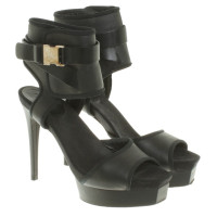 Gucci Stilettos in black