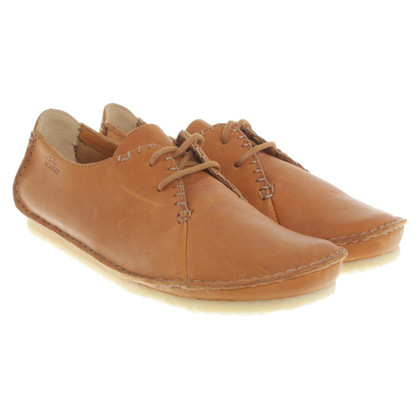 Clarks Lace in Brown